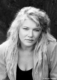 Author Cindy Dyson